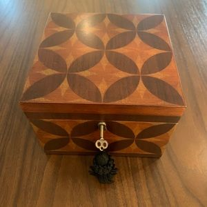 Bombay & Co. Wood keepsake box